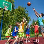 pratiquer le basketball image
